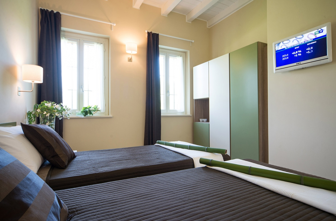 Arranged on the ground floor of the building that closes the old courtyard, this is a spacious and bright double room, also for single usage, meant to be the ideal location where to spend your holiday vacations or the night of a business trip. With a total of approximately 30m2, furnished in an elegant and contemporary style, presenting latest generation comfort.This room enjoys a beautiful view of the surrounding buildings and of our magic countryside.